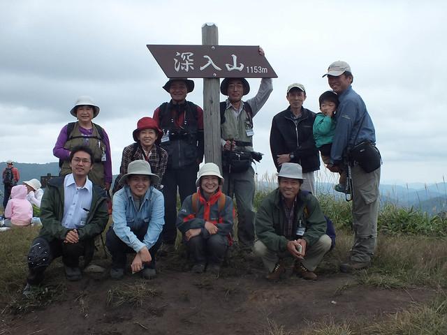 山頂に到着.お昼を摂った後,林間コースを通って下山した.