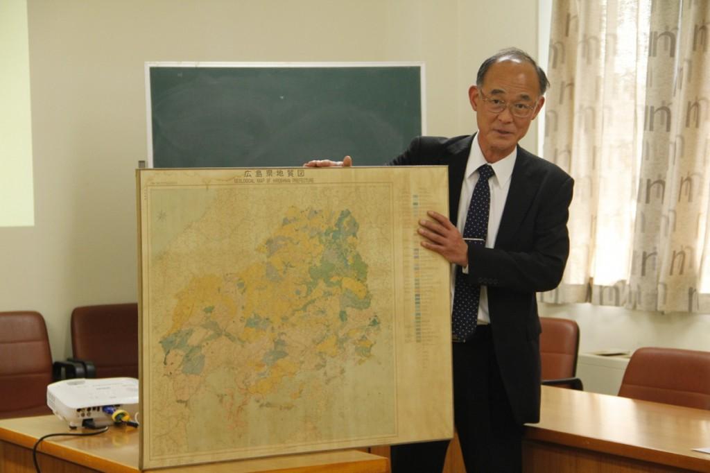 広島県の地質図。地質で色分けされ、断層も書き込まれている。